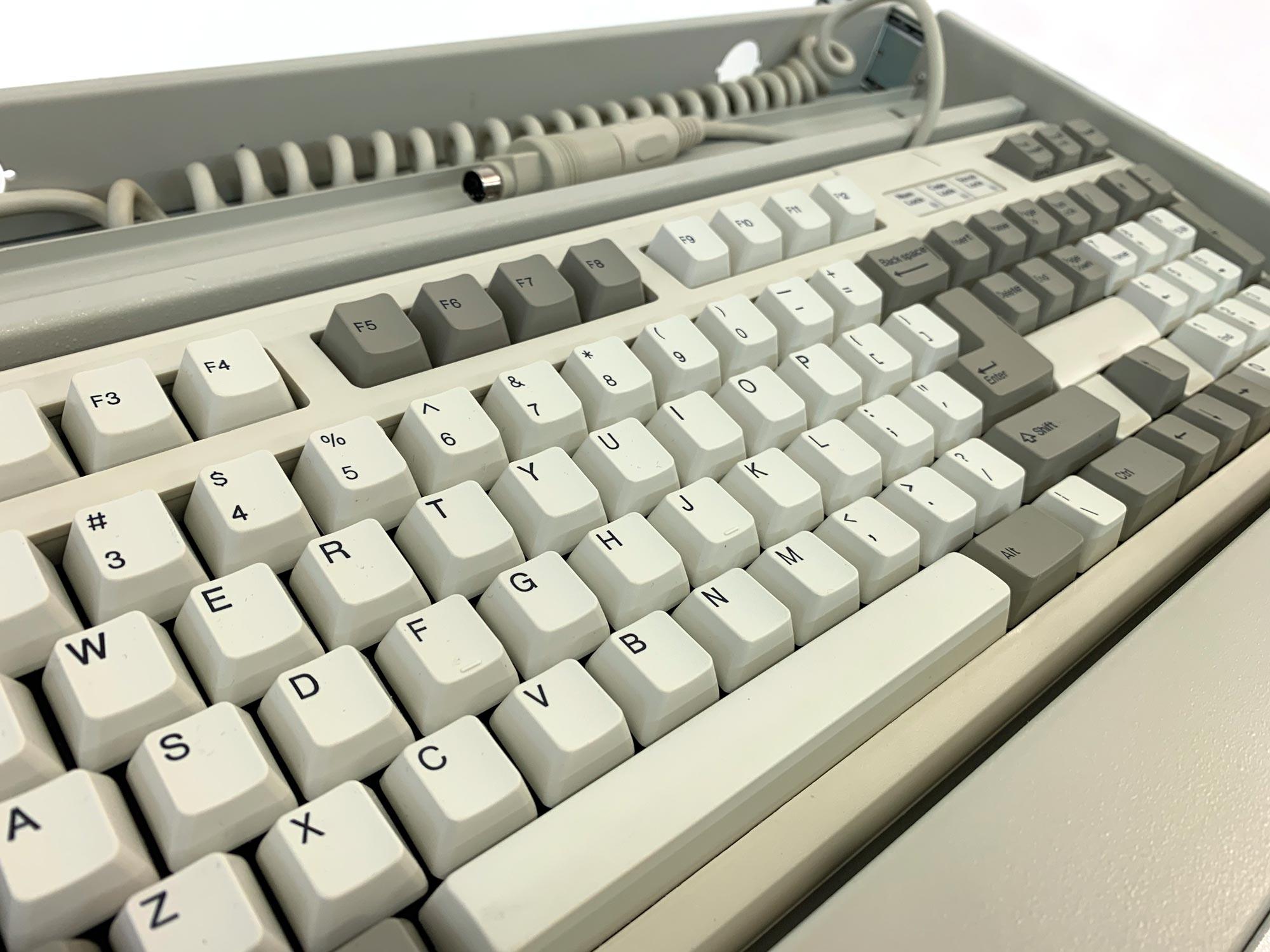 19-Zoll Tastatureinschub inkl. mechanischer Tastatur